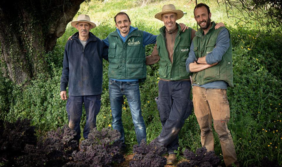 Pagesos de l'equip Producció de L'Ortiga cooperativa