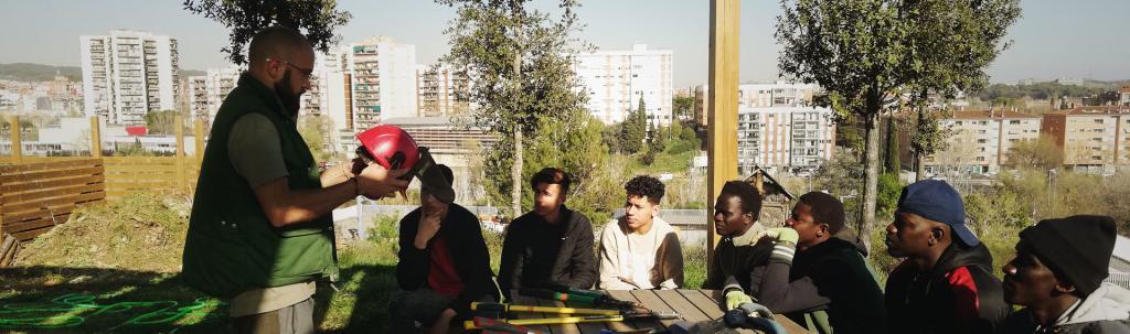 Joves a Rubí assistint a una de les formacions impartides per L'Ortiga